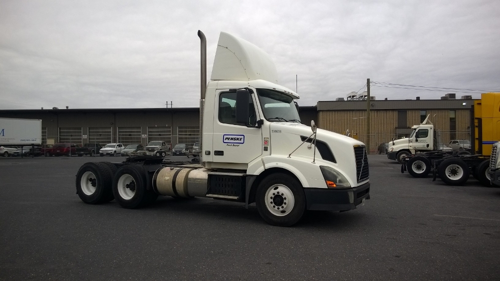 Day Cab Tractor-Heavy Duty Tractors-Volvo-2011-VNL64T300-HARRISONBURG-VA-352,163 miles-$36,000
