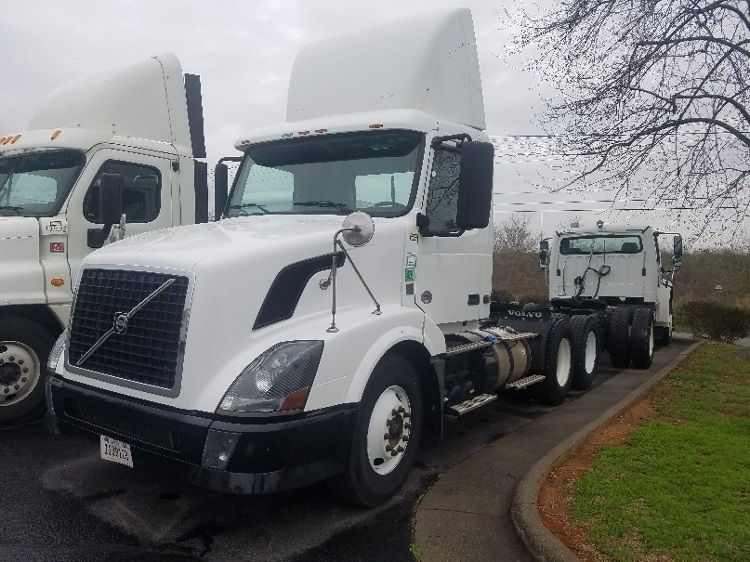 Day Cab Tractor-Heavy Duty Tractors-Volvo-2011-VNL64T300-CHARLOTTE-NC-278,410 miles-$30,500