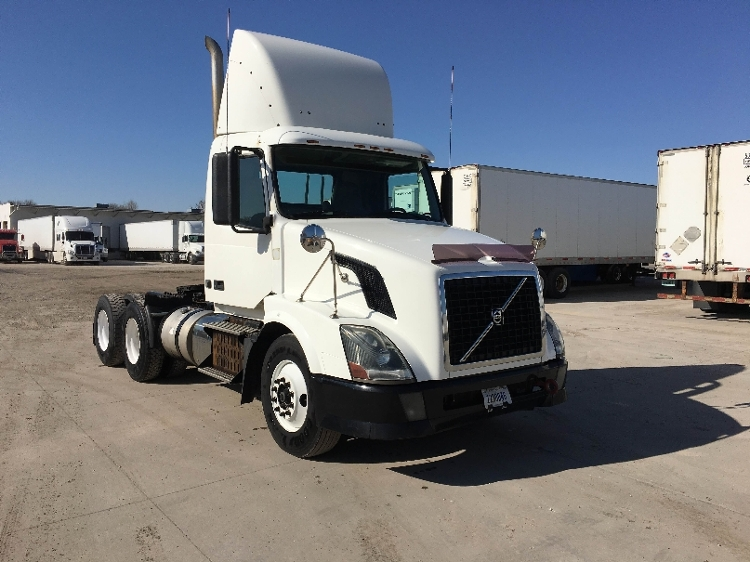 Day Cab Tractor-Heavy Duty Tractors-Volvo-2011-VNL64T300-DES MOINES-IA-636,378 miles-$26,250