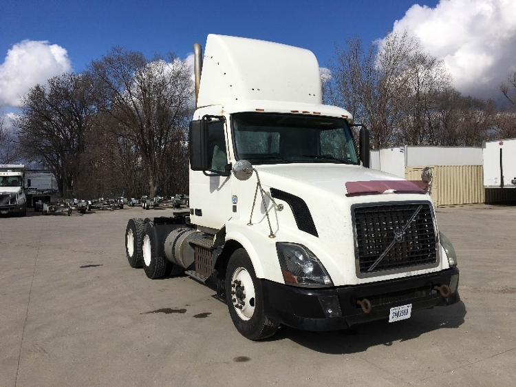 Day Cab Tractor-Heavy Duty Tractors-Volvo-2011-VNL64T300-DES MOINES-IA-654,611 miles-$25,250