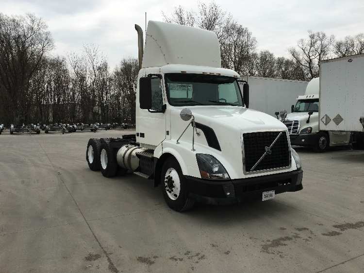 Day Cab Tractor-Heavy Duty Tractors-Volvo-2011-VNL64T300-DES MOINES-IA-615,346 miles-$27,250