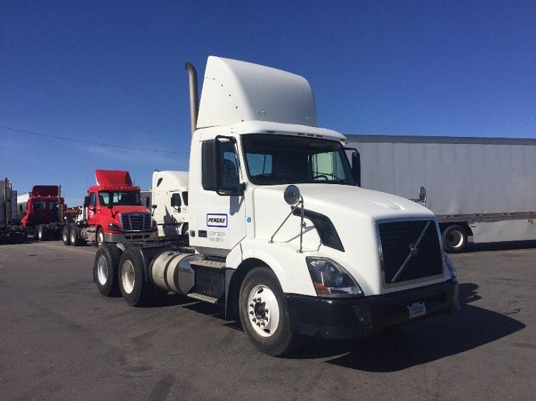Day Cab Tractor-Heavy Duty Tractors-Volvo-2011-VNL64T300-OKLAHOMA CITY-OK-324,474 miles-$31,250