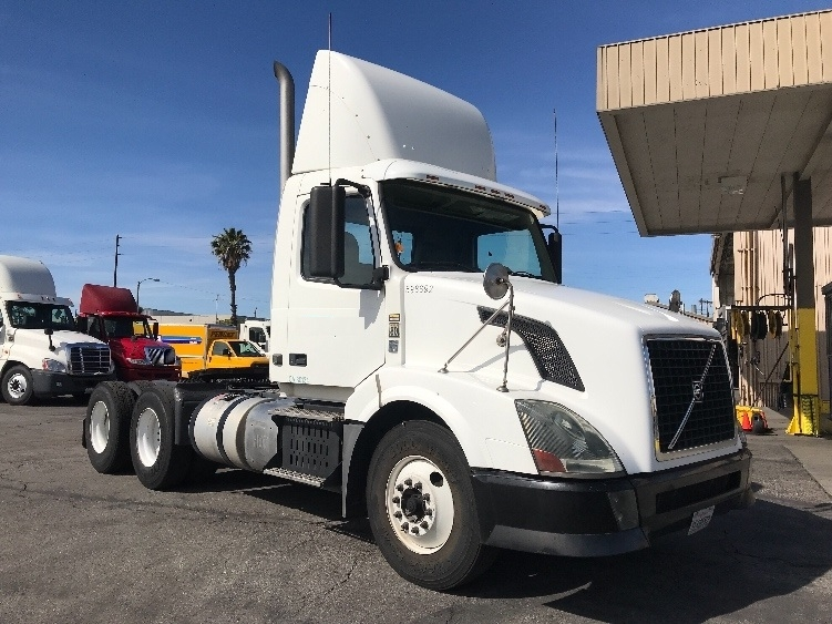 Day Cab Tractor-Heavy Duty Tractors-Volvo-2011-VNL64T300-TORRANCE-CA-216,460 miles-$38,250