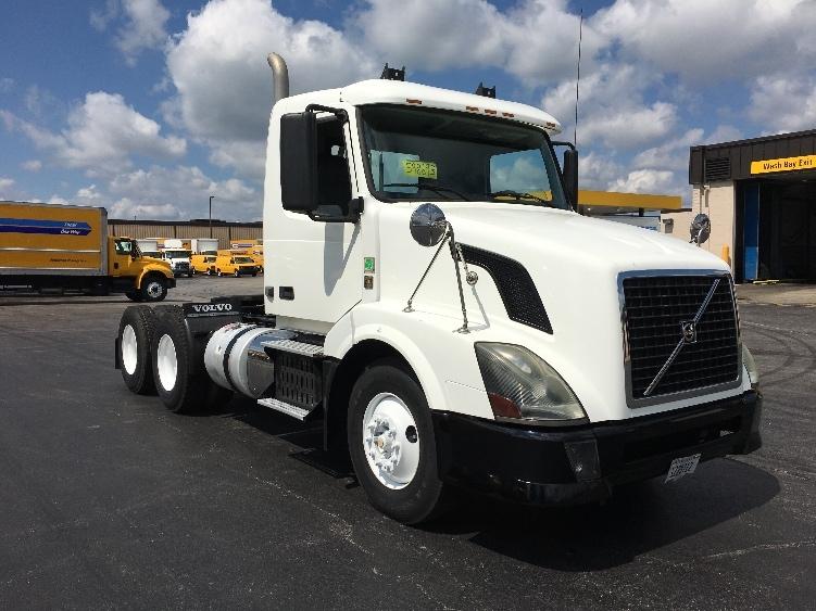 Day Cab Tractor-Heavy Duty Tractors-Volvo-2011-VNL64T300-ELK GROVE VILLAGE-IL-168,820 miles-$37,000