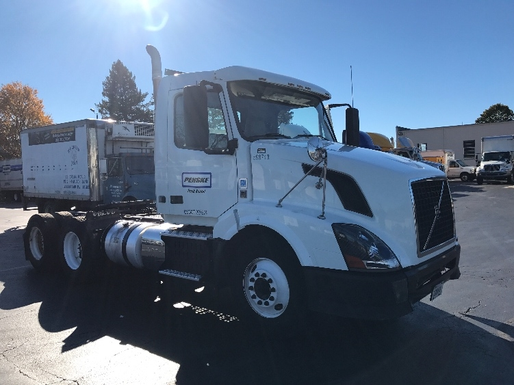 Day Cab Tractor-Heavy Duty Tractors-Volvo-2011-VNL64T300-READING-PA-461,332 miles-$25,000