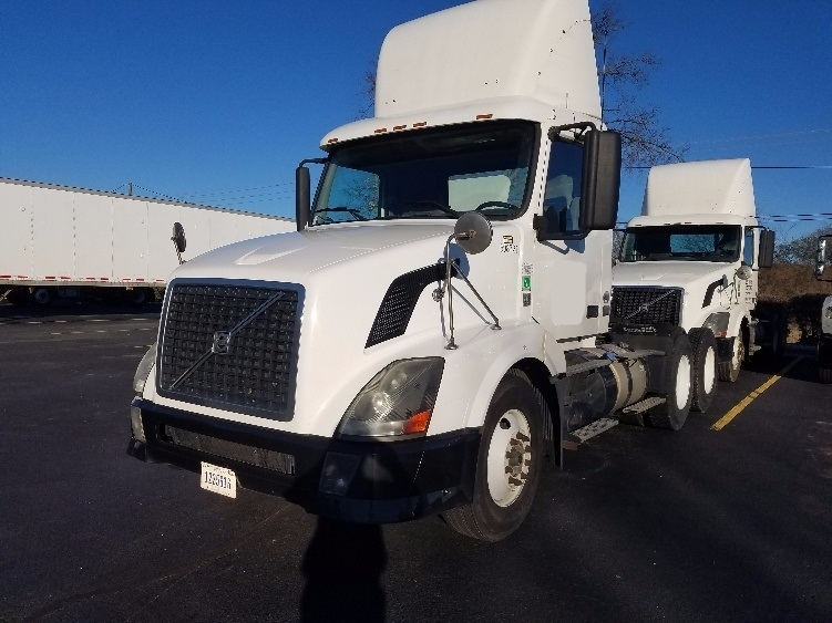Day Cab Tractor-Heavy Duty Tractors-Volvo-2011-VNL64T300-CHARLOTTE-NC-332,945 miles-$28,500