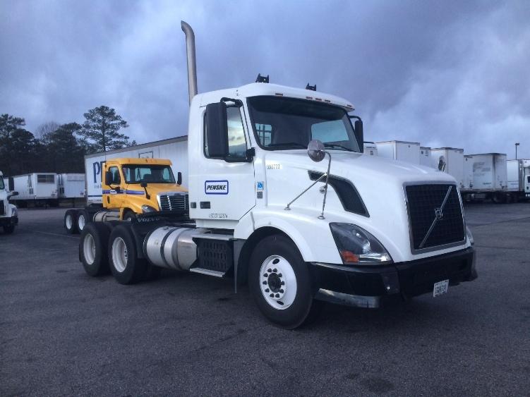 Day Cab Tractor-Heavy Duty Tractors-Volvo-2011-VNL64T300-CHESTER-VA-370,582 miles-$35,250