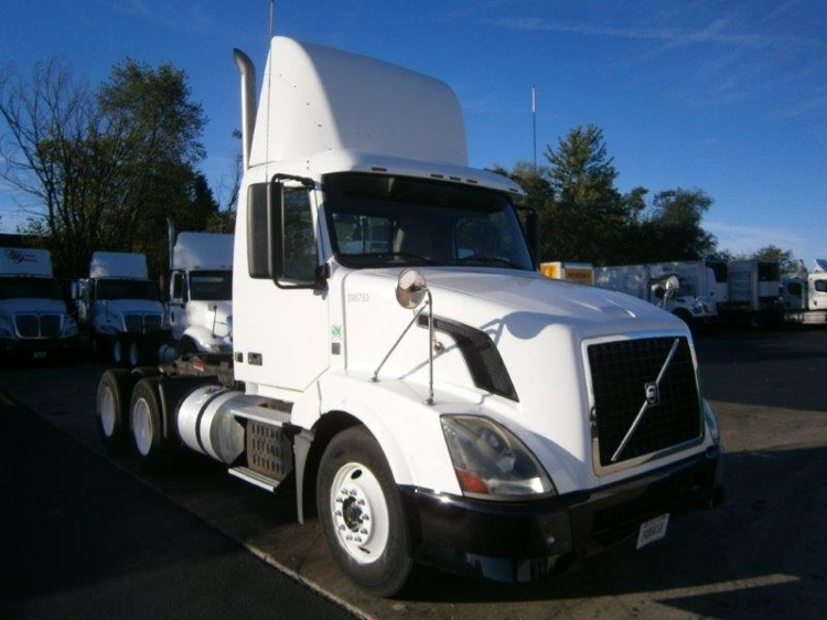 Day Cab Tractor-Heavy Duty Tractors-Volvo-2011-VNL64T300-MONTGOMERY-IL-31,931 miles-$39,750