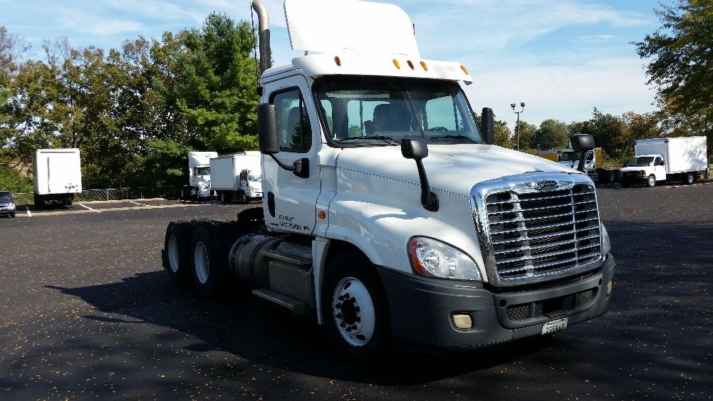 Day Cab Tractor-Heavy Duty Tractors-Freightliner-2011-Cascadia 12564ST-LEXINGTON-KY-318,791 miles-$44,500