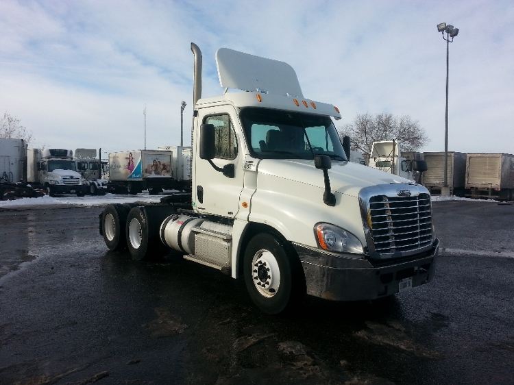 Day Cab Tractor-Heavy Duty Tractors-Freightliner-2011-Cascadia 12564ST-ROSEVILLE-MN-370,660 miles-$35,500