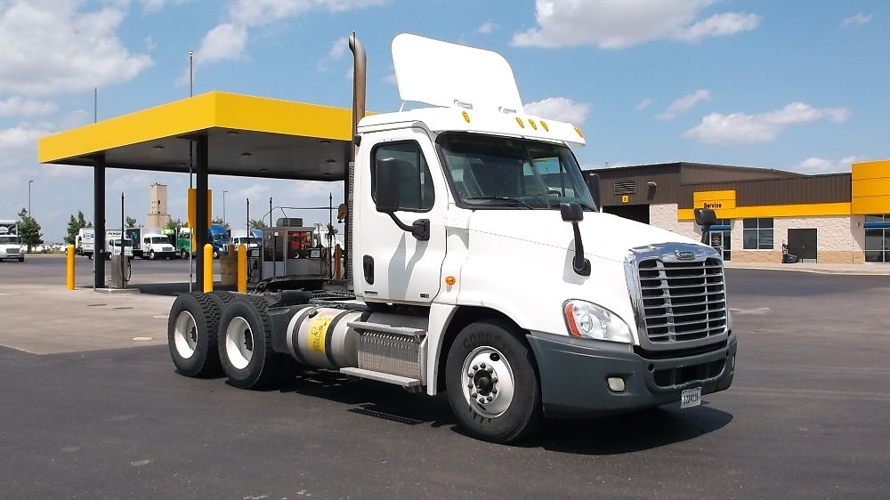 Day Cab Tractor-Heavy Duty Tractors-Freightliner-2011-Cascadia 12564ST-OKLAHOMA CITY-OK-528,376 miles-$37,250