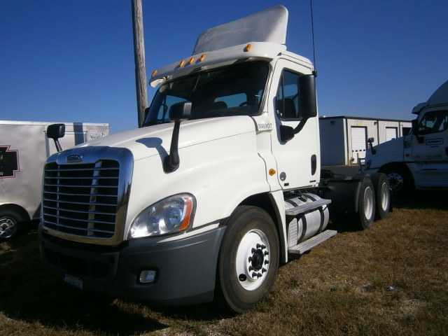 Day Cab Tractor-Heavy Duty Tractors-Freightliner-2011-Cascadia 12564ST-NASHVILLE-TN-491,480 miles-$8,000