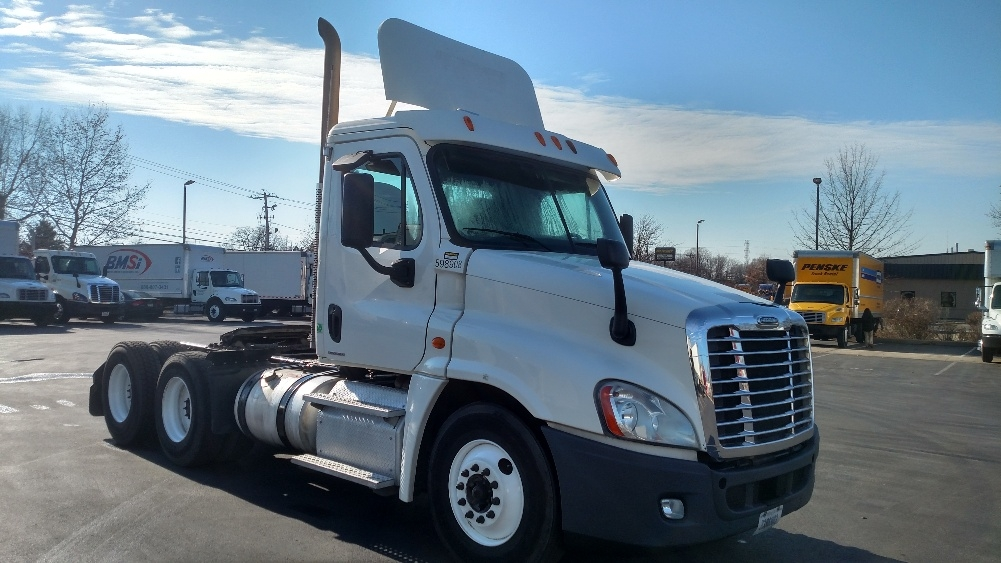 Day Cab Tractor-Heavy Duty Tractors-Freightliner-2011-Cascadia 12564ST-NEW CASTLE-DE-311,747 miles-$33,250
