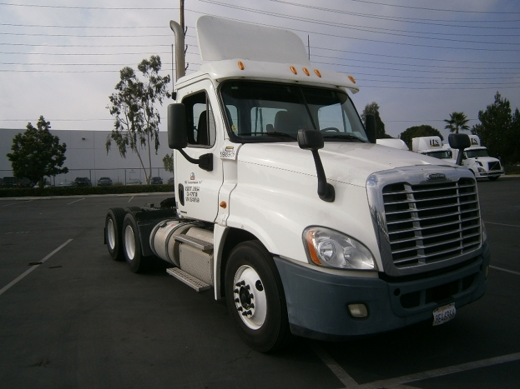 Day Cab Tractor-Heavy Duty Tractors-Freightliner-2011-Cascadia 12564ST-TORRANCE-CA-201,619 miles-$58,500