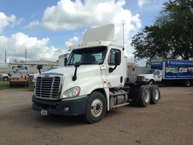 Day Cab Tractor-Heavy Duty Tractors-Freightliner-2011-Cascadia 12564ST-HAMMOND-LA-321,152 miles-$38,000