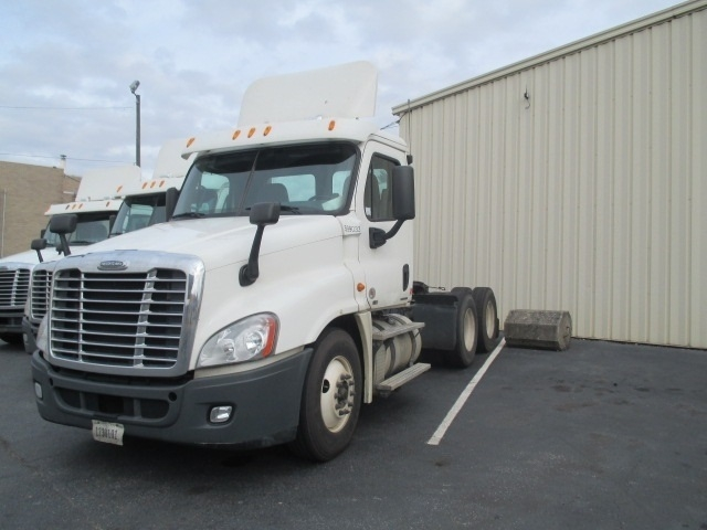 Day Cab Tractor-Heavy Duty Tractors-Freightliner-2011-Cascadia 12564ST-SPARTANBURG-SC-529,809 miles-$30,500