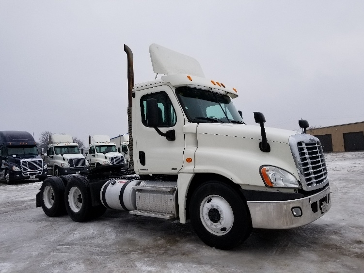 Day Cab Tractor-Heavy Duty Tractors-Freightliner-2011-Cascadia 12564ST-NORWALK-OH-708,442 miles-$10,000