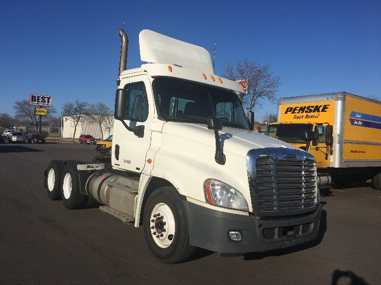 Day Cab Tractor-Heavy Duty Tractors-Freightliner-2011-Cascadia 12564ST-MILWAUKEE-WI-344,320 miles-$32,750