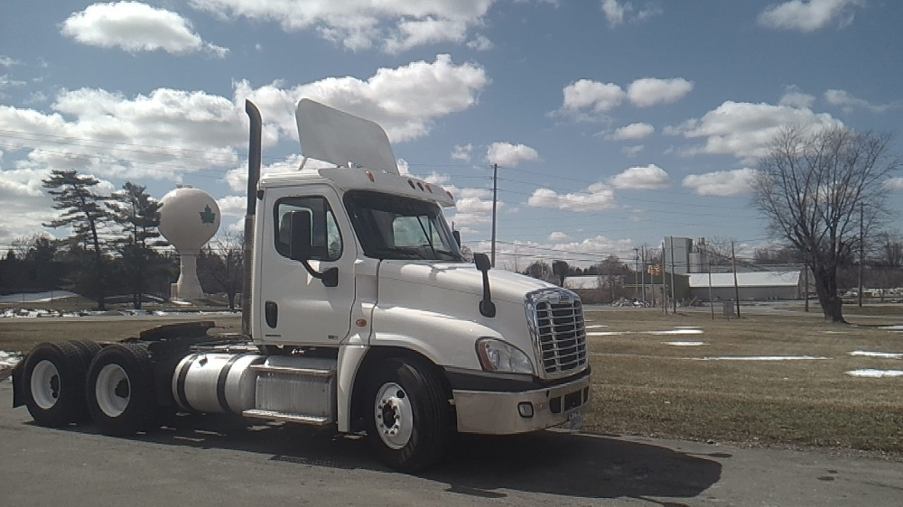 Day Cab Tractor-Heavy Duty Tractors-Freightliner-2011-Cascadia 12564ST-NORWALK-OH-634,023 miles-$12,000