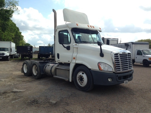 Day Cab Tractor-Heavy Duty Tractors-Freightliner-2011-Cascadia 12564ST-HAMMOND-LA-335,371 miles-$37,750