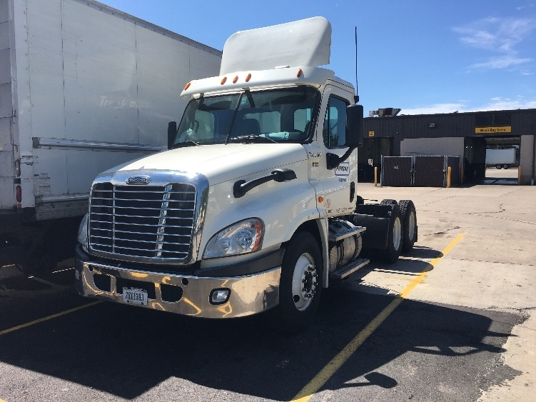 Day Cab Tractor-Heavy Duty Tractors-Freightliner-2011-Cascadia 12564ST-OAKWOOD VILLAGE-OH-693,985 miles-$13,000