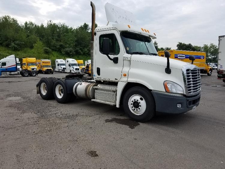 Day Cab Tractor-Heavy Duty Tractors-Freightliner-2011-Cascadia 12564ST-BINGHAMTON-NY-566,221 miles-$24,000