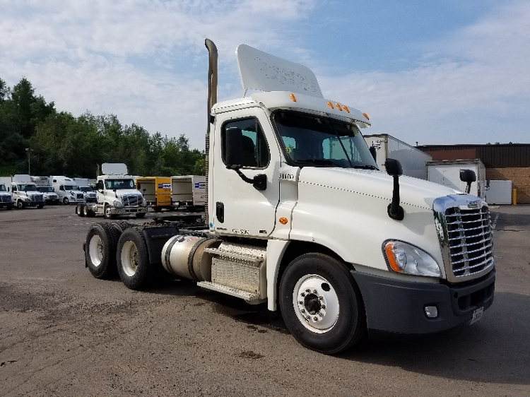 Day Cab Tractor-Heavy Duty Tractors-Freightliner-2011-Cascadia 12564ST-BINGHAMTON-NY-596,103 miles-$23,750