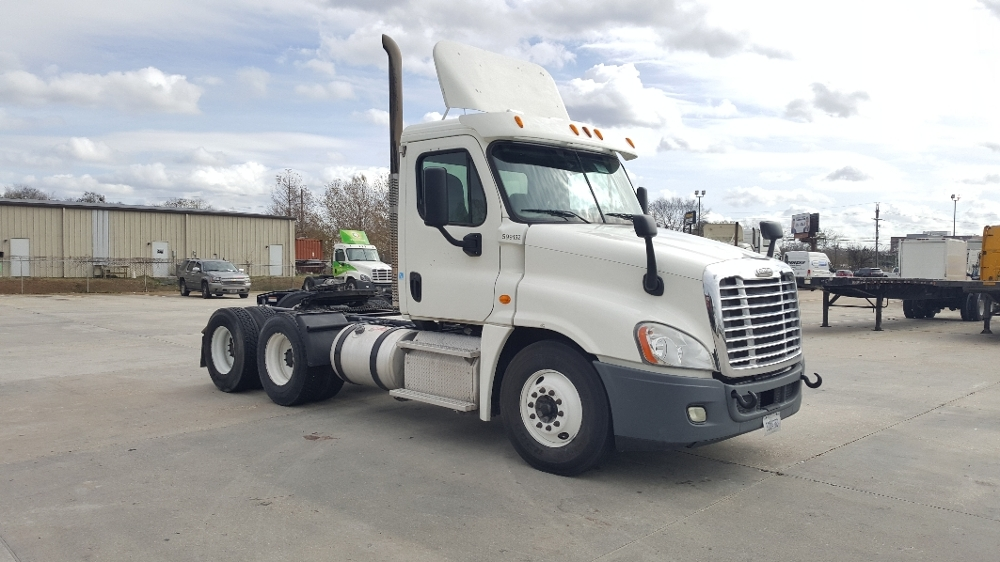 Day Cab Tractor-Heavy Duty Tractors-Freightliner-2011-Cascadia 12564ST-HAMMOND-LA-385,186 miles-$37,750