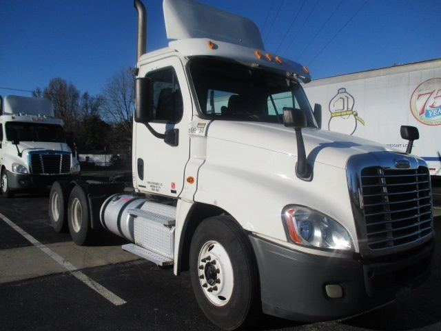Day Cab Tractor-Heavy Duty Tractors-Freightliner-2011-Cascadia 12564ST-SPARTANBURG-SC-665,776 miles-$30,000