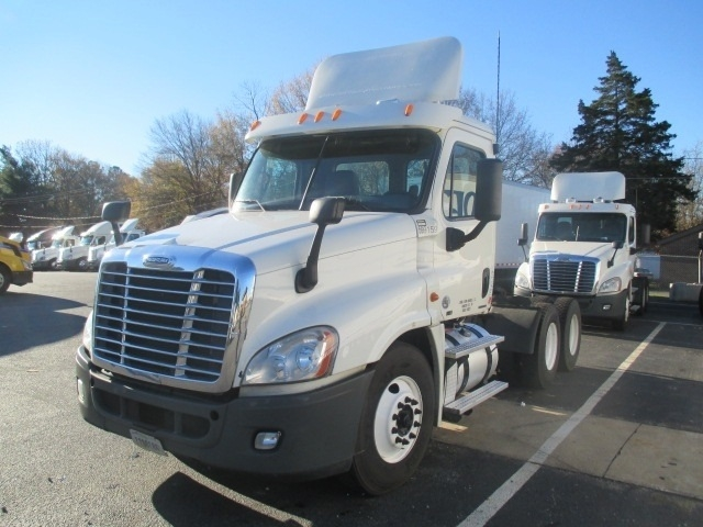 Day Cab Tractor-Heavy Duty Tractors-Freightliner-2011-Cascadia 12564ST-SPARTANBURG-SC-623,857 miles-$31,500