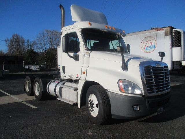 Day Cab Tractor-Heavy Duty Tractors-Freightliner-2011-Cascadia 12564ST-SPARTANBURG-SC-612,316 miles-$32,250