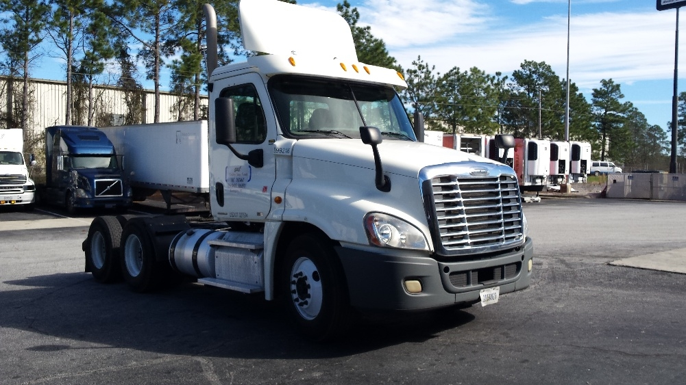 Day Cab Tractor-Heavy Duty Tractors-Freightliner-2011-Cascadia 12564ST-LEXINGTON-SC-639,500 miles-$30,500