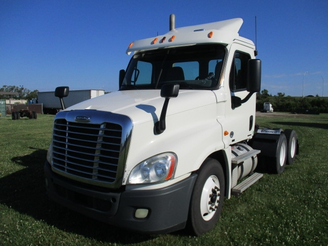 Day Cab Tractor-Heavy Duty Tractors-Freightliner-2011-Cascadia 12564ST-OMAHA-NE-277,717 miles-$30,000