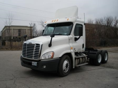 Day Cab Tractor-Heavy Duty Tractors-Freightliner-2011-Cascadia 12564ST-SPRINGFIELD-MO-386,265 miles-$37,750