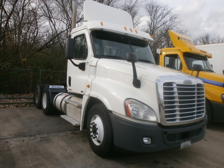 Day Cab Tractor-Heavy Duty Tractors-Freightliner-2011-Cascadia 12564ST-MEMPHIS-TN-397,527 miles-$7,750