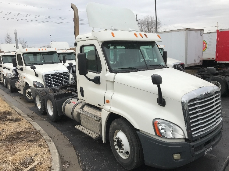 Day Cab Tractor-Heavy Duty Tractors-Freightliner-2011-Cascadia 12564ST-KANSAS CITY-MO-206,680 miles-$32,750