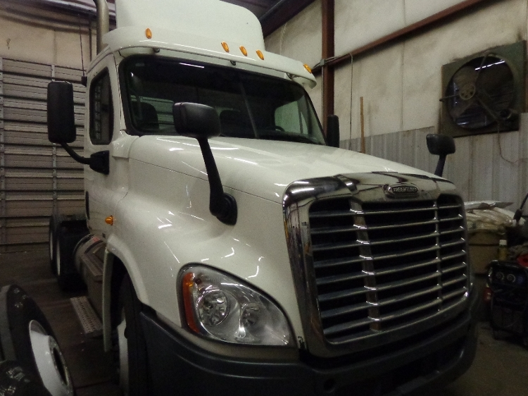 Day Cab Tractor-Heavy Duty Tractors-Freightliner-2011-Cascadia 12564ST-CHARLOTTE-NC-359,780 miles-$15,000