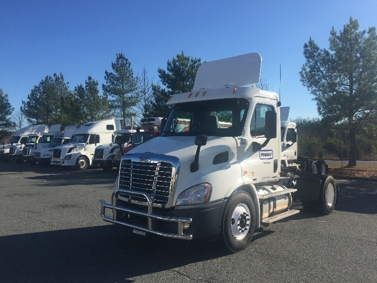 Day Cab Tractor-Heavy Duty Tractors-Freightliner-2011-Cascadia 11342ST-FREDERICKSBURG-VA-368,595 miles-$37,750