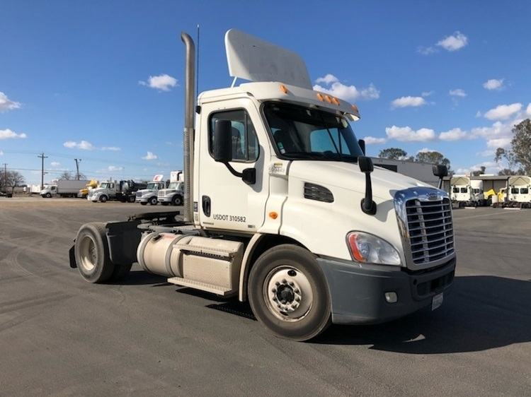 Day Cab Tractor-Heavy Duty Tractors-Freightliner-2011-Cascadia 11342ST-BAKERSFIELD-CA-242,395 miles-$36,750