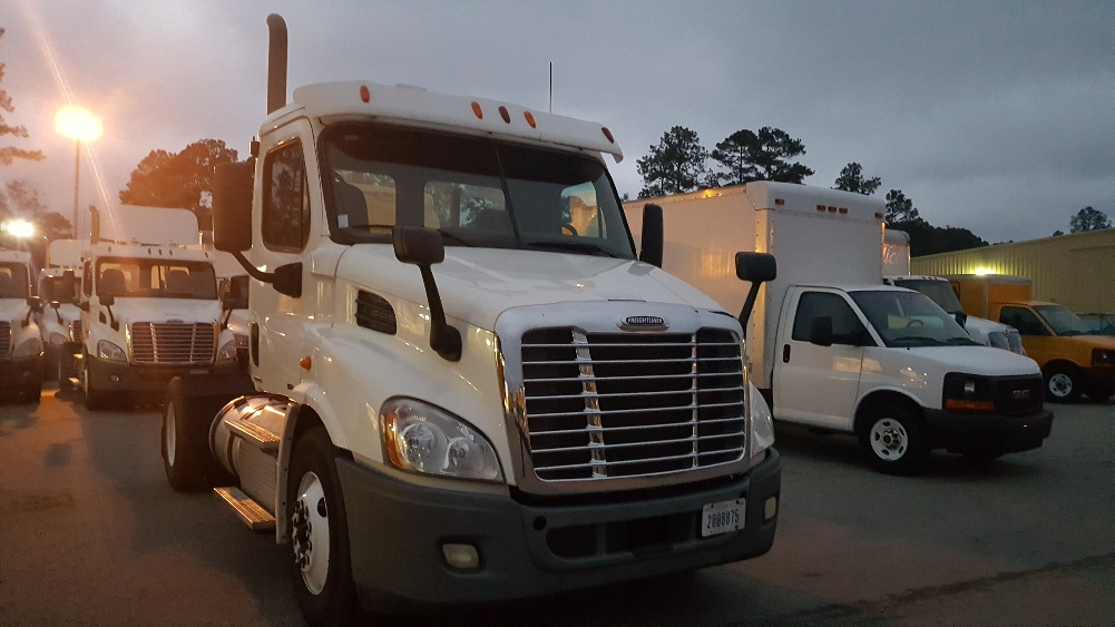Day Cab Tractor-Heavy Duty Tractors-Freightliner-2011-Cascadia 11342ST-TALLAHASSEE-FL-334,728 miles-$33,000
