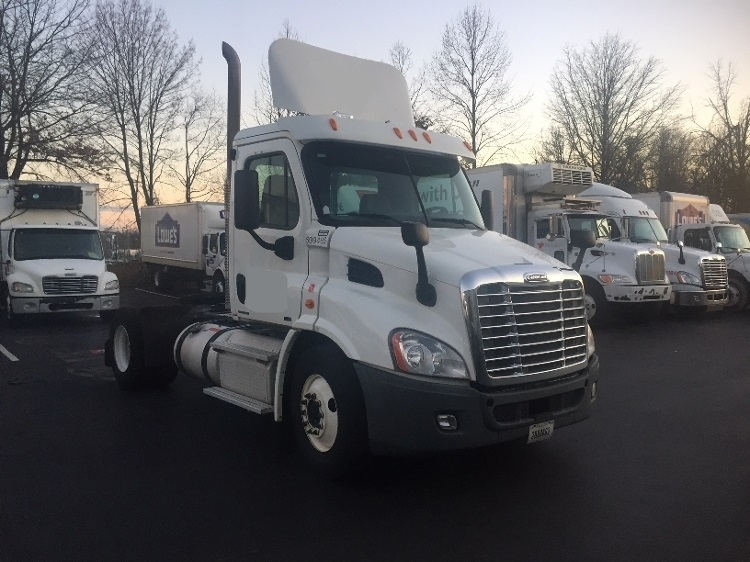 Day Cab Tractor-Heavy Duty Tractors-Freightliner-2011-Cascadia 11342ST-CHARLOTTE-NC-300,495 miles-$33,750