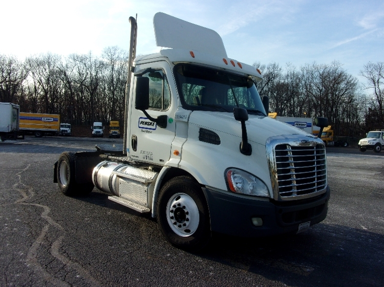 Day Cab Tractor-Heavy Duty Tractors-Freightliner-2011-Cascadia 11342ST-EDISON-NJ-195,167 miles-$51,750