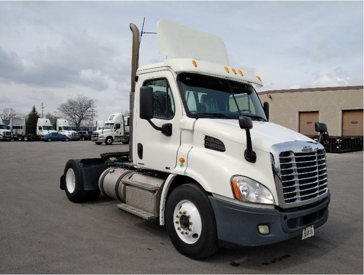 Day Cab Tractor-Heavy Duty Tractors-Freightliner-2011-Cascadia 11342ST-PEWAUKEE-WI-321,548 miles-$28,750
