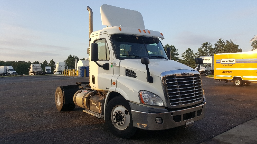 used day cab tractors for sale in sc penske used trucks. Black Bedroom Furniture Sets. Home Design Ideas