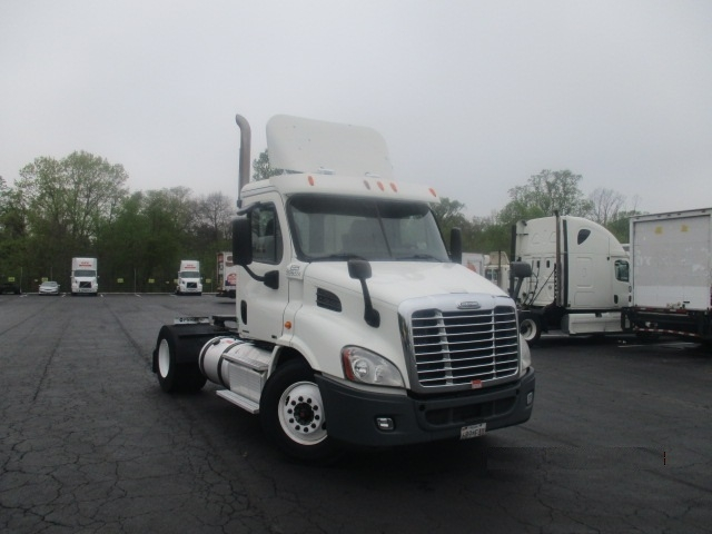 Day Cab Tractor-Heavy Duty Tractors-Freightliner-2011-Cascadia 11342ST-BALTIMORE-MD-630,121 miles-$27,500