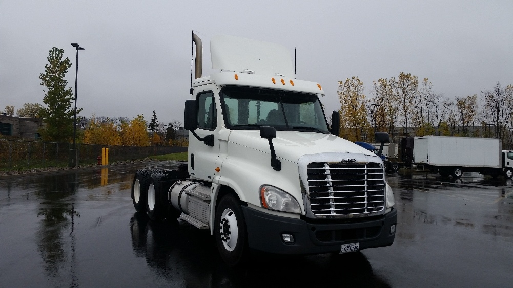 Day Cab Tractor-Heavy Duty Tractors-Freightliner-2011-Cascadia 12564ST-SAINT LAURENT-PQ-901,833 km-$35,000