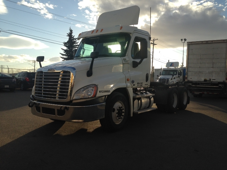 Day Cab Tractor-Heavy Duty Tractors-Freightliner-2011-Cascadia 12564ST-CALGARY-AB-256,462 km-$57,000