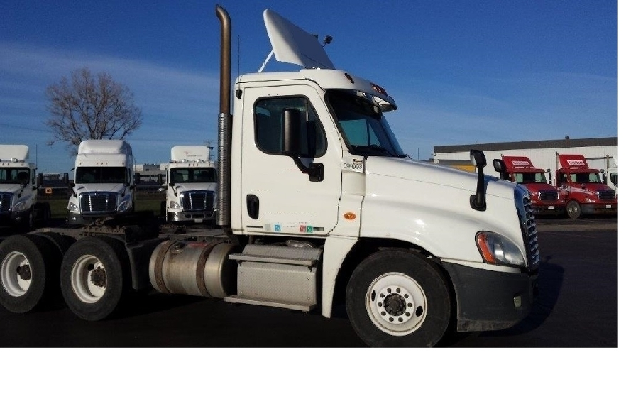 Day Cab Tractor-Heavy Duty Tractors-Freightliner-2011-Cascadia 12564ST-SAINT LAURENT-PQ-601,500 km-$48,000