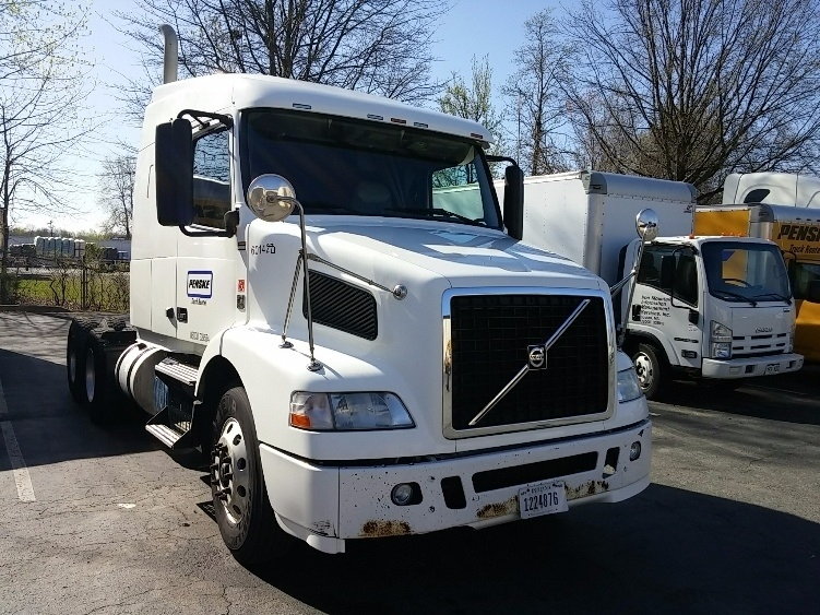Sleeper Tractor-Heavy Duty Tractors-Volvo-2011-VNM64630-FLORENCE-SC-469,820 miles-$31,000