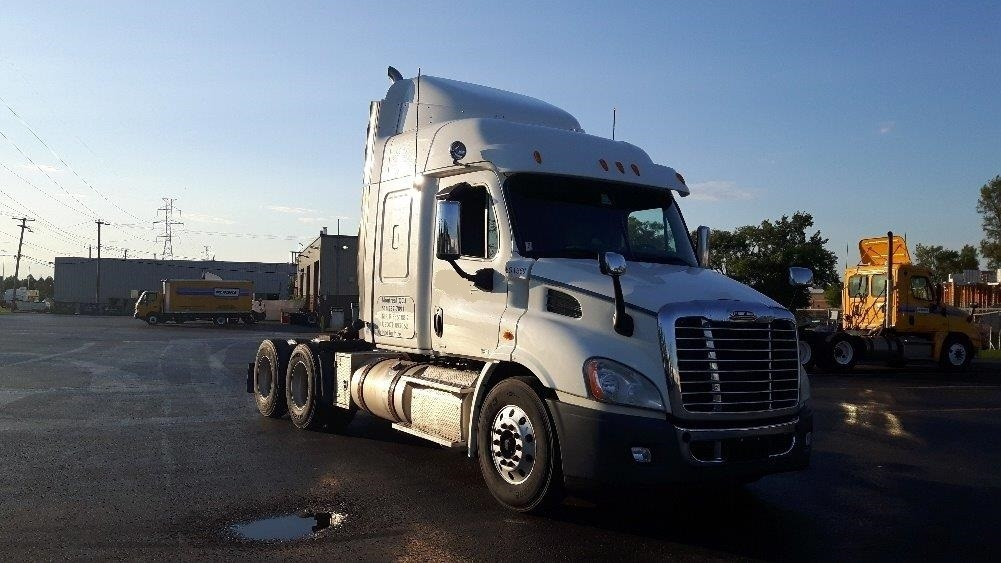 Sleeper Tractor-Heavy Duty Tractors-Freightliner-2011-Cascadia 11364ST-STE-FOY-PQ-824,326 km-$37,000
